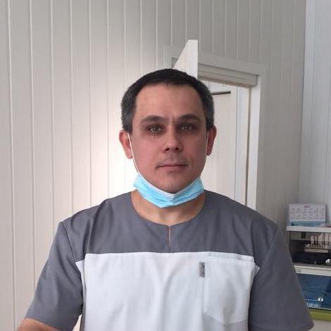 врач стоматолог-ортопед Насыров Олег Клементьевич